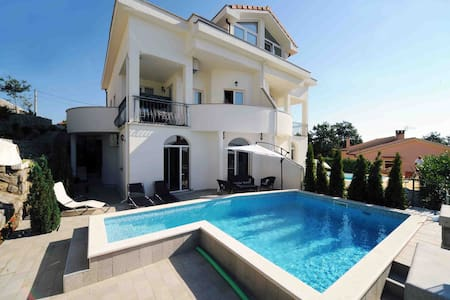 Luxury villa for 8 near Opatija - Veprinac