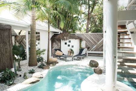 Cactus Rose Villa - eclectic, light and bright - Byron Bay