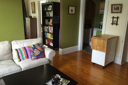 Cozy Apartment in Downtown Lenox - Apartment