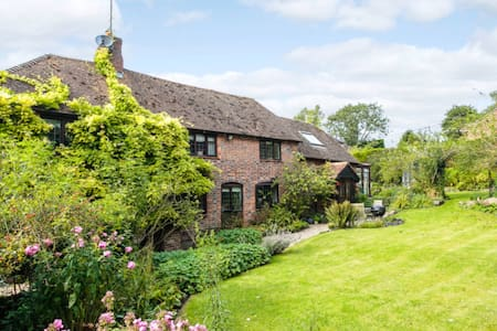 Four Bedroom House in Charming English Countryside - House