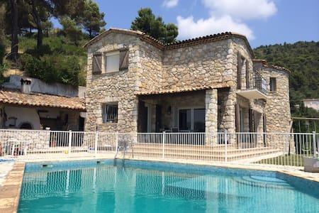 Villa avec piscine e garage  proche Nice - Willa