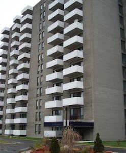 One Bedroom Apt in Ville Saint Laurent - Montréal - Appartamento