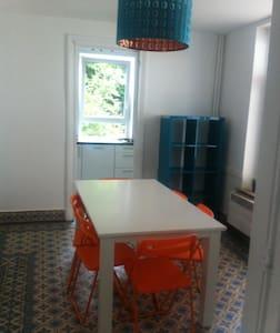 Chambre jeune professionnelle / Kot - Charleroi - House