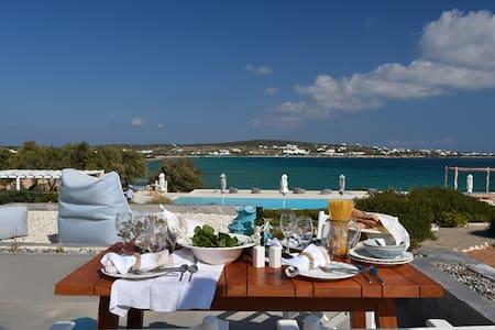 3 bedroom beach villa, share pool - Huvila