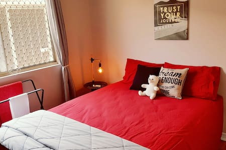Comfy Private Room in funky home - Close to all - Rumah