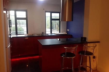 Double bed in quiet 3 bed cottage - Dům
