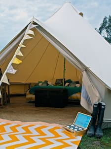 Hilltop Glamping - Camp in Luxury. - Namiot