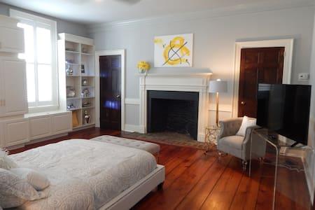 WOW Bedroom Ensuite Bath River ST - House