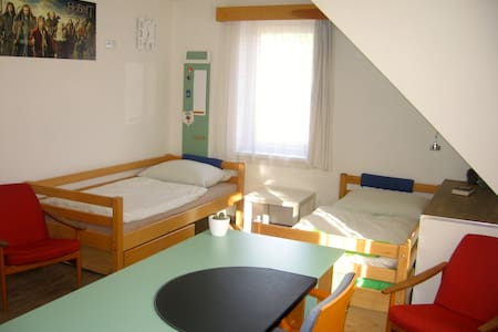 Room with a bathroom 35min from the Prague centre - Casa
