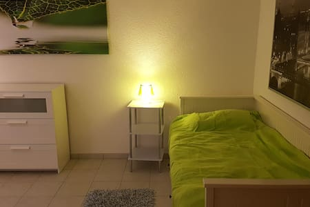 Ruhiges, gemütliches Zimmer in Flughafennähe - Dreieich  - Dom