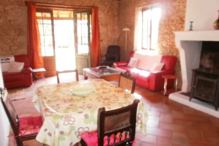 Characterful 2 bedroom stone cottage w/POOL - Huis
