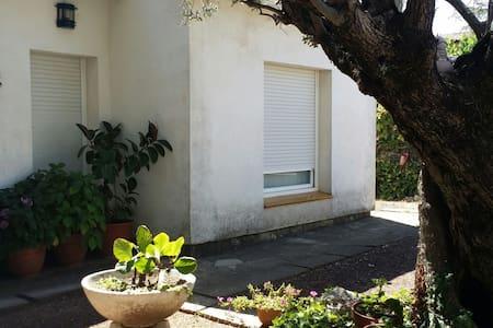 Habitacion en plena naturaleza - can font -can avellaneda -castellar del valles  - Casa