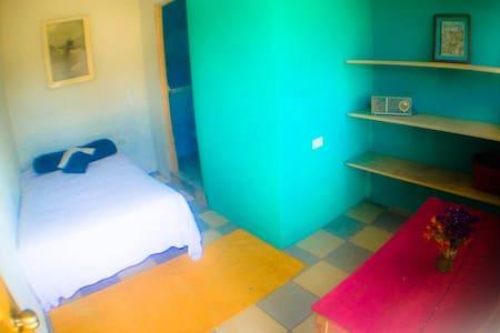 Free breakfast & Private Bathroom in Xela - Szoba reggelivel