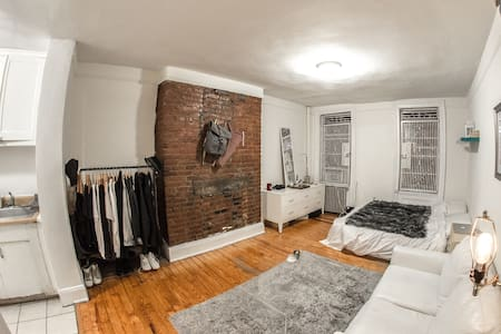 Quintessential East Village Studio - New York - Apartment