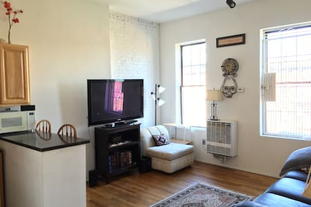We have a private room available in our Upper West Side Manhattan apartment, just 2 blocks from Central Park. The apartment is bright and sunny and has three private rooms. We have a flat screen tv and a great kitchen as well. Happy to share more!