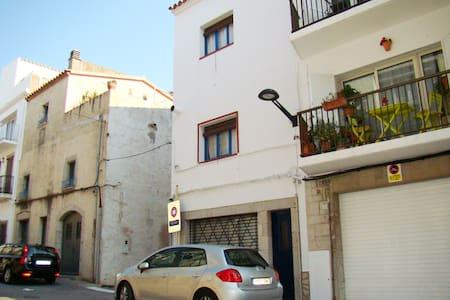 Dúplex sencillo en el casco antiguo - Apartament
