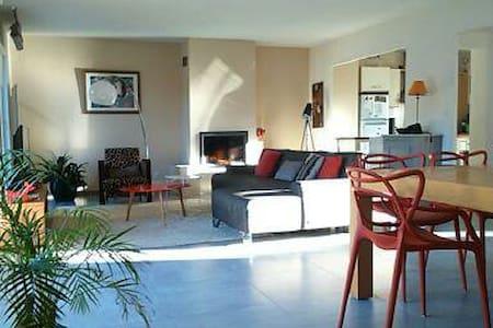 villa contemporaine-toit terrasse à 100m de la mer - Marseille - Dům