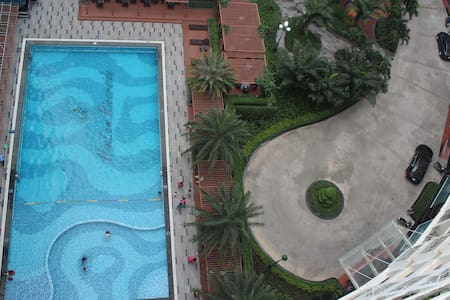 Charming Pool View 2 BR Apartment in safe area - Ho Chi Minh City - Apartment
