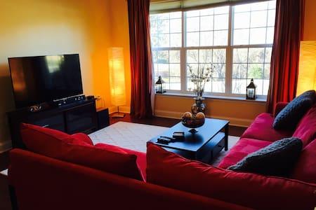 Beautiful 2 bedroom Condo! - Társasház