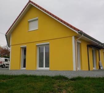Maison dans un petit village calme - Joncherey - Hus