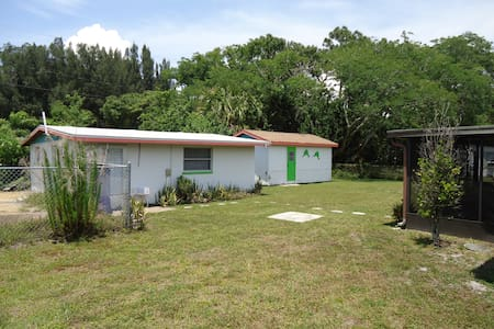 1 Bedroom Cottage - Englewood - House