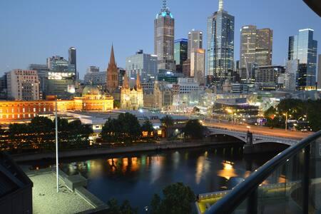 Fantastic city apt on river 1