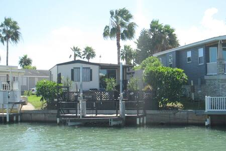 Canal Waterfront 2/1 Value in Paradise! - 伊萨贝尔港(Port Isabel) - 独立屋