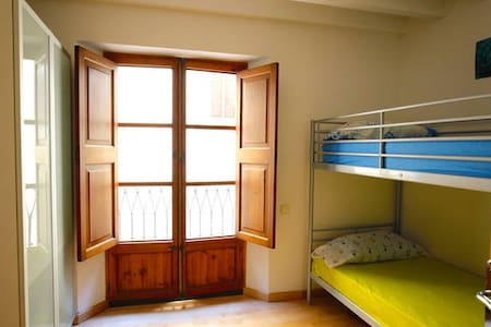 Small clean room in Palma old town - Palma - Apartment