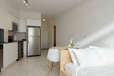 Modern Loft Studio & Luscious View - Toronto - Condominium