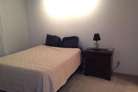 1 BR Apartment close to Stadium - Morgantown - Apartment