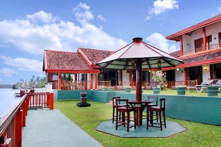 Villa by Ayesha - Aluthgama - Villa