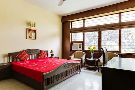 Comfort & Serenity in a green Delhi - New Delhi - Apartment