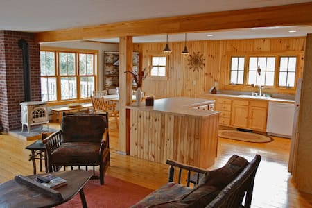 Adirondack Style Apartment on Lake Champlain - Essex - Leilighet