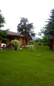 Gemütliches Blockhaus mit Garten - Kisház