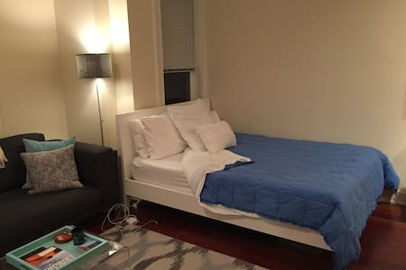 Awesome contemporary studio!! - Washington - Apartment