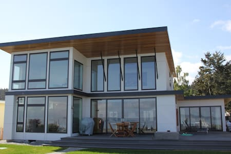 Beach Front Dream Home - Coupeville - House