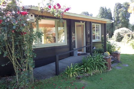 Earthsounds Country Cottage - Taumarunui - Bed & Breakfast