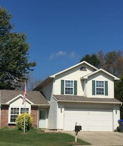 3 bedroom house close to 37 - Bloomington - House