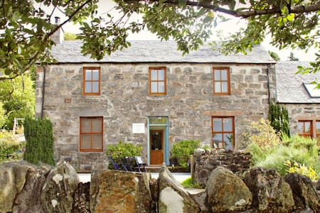 The Schoolhouse Dornie - Bed & Breakfast