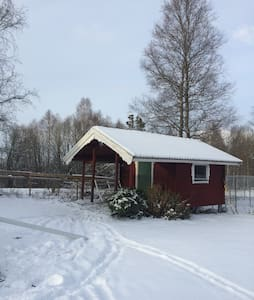Cosy B&B cabin with porch. - Årjäng - Cabaña