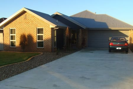 Modern 4-bed home in Nth Canterbury - Woodend