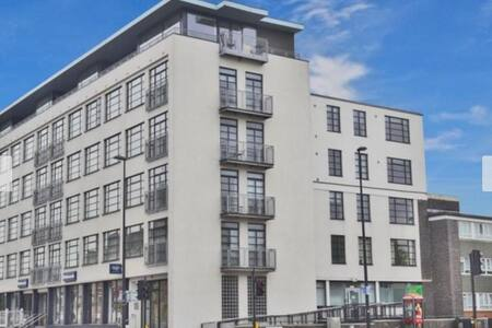 Great light and airy 2 bed, 2 bathroom in London - Apartemen