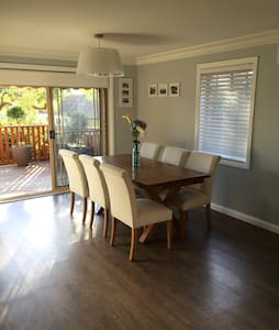 Modern 2-3 bedroom house (+ 2 bath) - Caringbah - House
