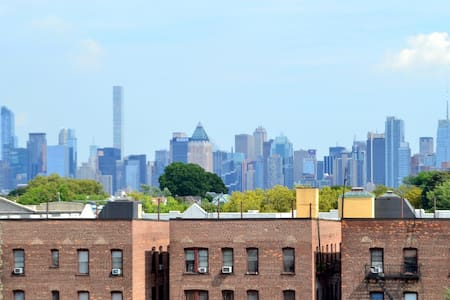 2 Bedroom Stylish Apt – 3 miles from Midtown NYC! - Apartment