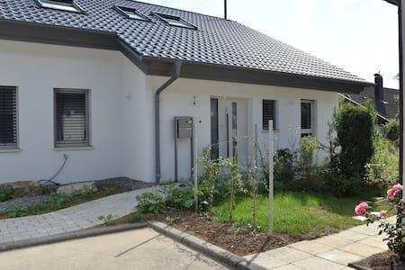Geräumige, helle Ferienwohnung im Grünen - Herrenberg - Apartemen