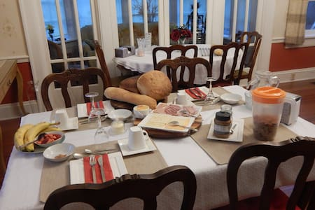 Warm welcome, tasteful breakfast, beautiful home! - Bed & Breakfast