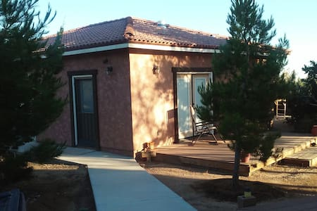 Bunkhouse - High Desert Writer's Retreat - Bungalo