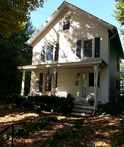 1900 Pawling Village home - Dom