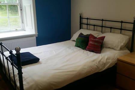 Bedroom in spacious flat in Finnieston - Pis