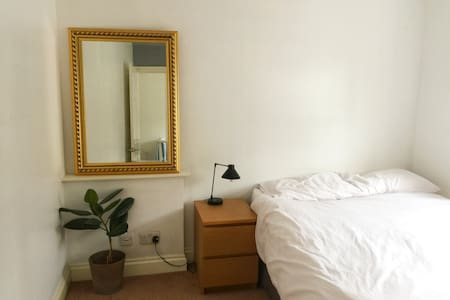 Double room in homely Shoreditch flat - London - Apartment
